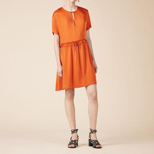 Fließendes Kleid mit kurzen Ärmeln - Kleider - MAJE
