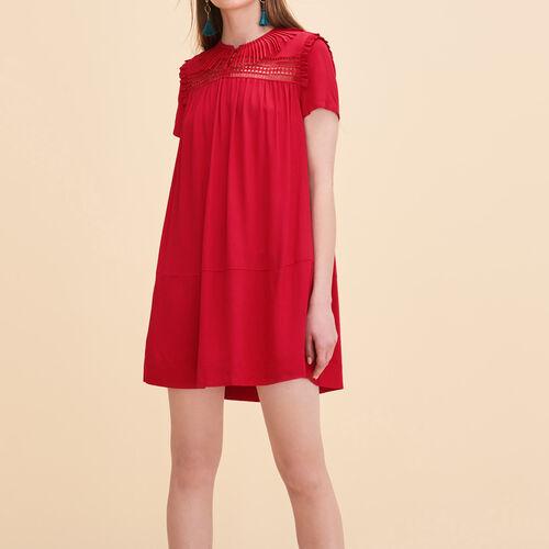 Fließendes Kleid mit Stickereien - Kleider - MAJE