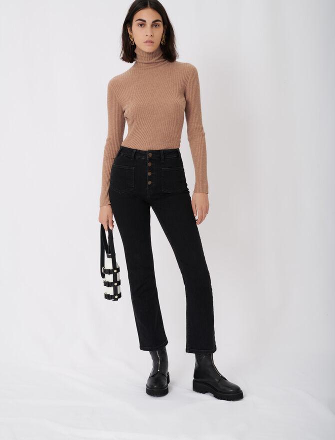 Jeans mit Taschen und ausgestelltem Bein -  - MAJE