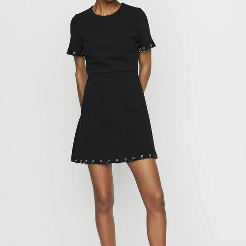 Krepp-Kleid mit Ösen und Ringen : Kleider farbe Schwarz