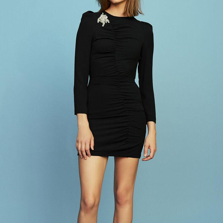 Kleid mit langen Ärmeln und Schmuckstück : Kleider farbe Schwarz