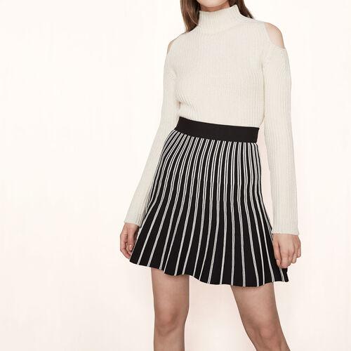 Kleid aus zweifarbig gestreiftem Strick : Röcke und Shorts farbe Schwarz