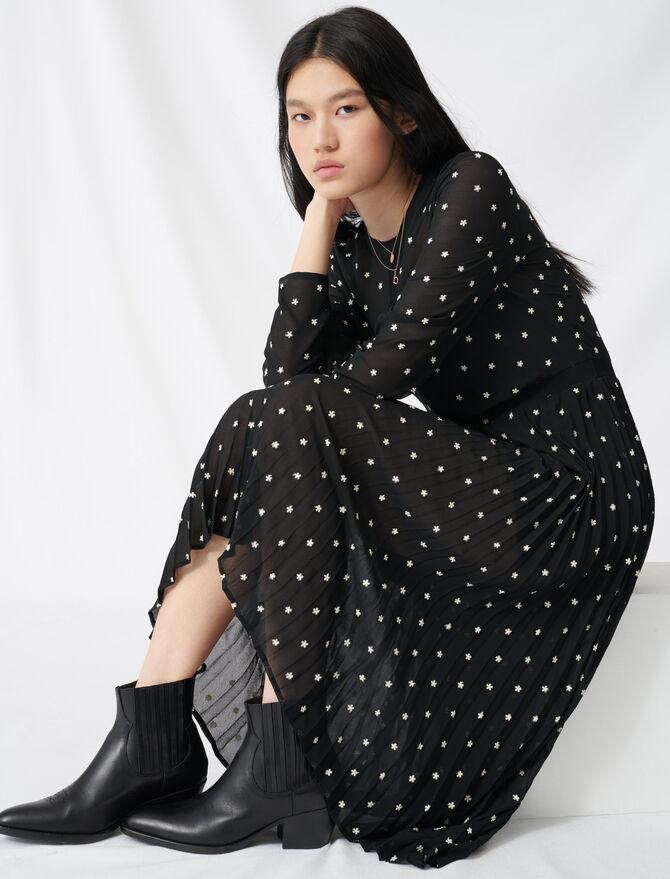 Langes Plissee Kleid mit Stickereien - Kleider - MAJE