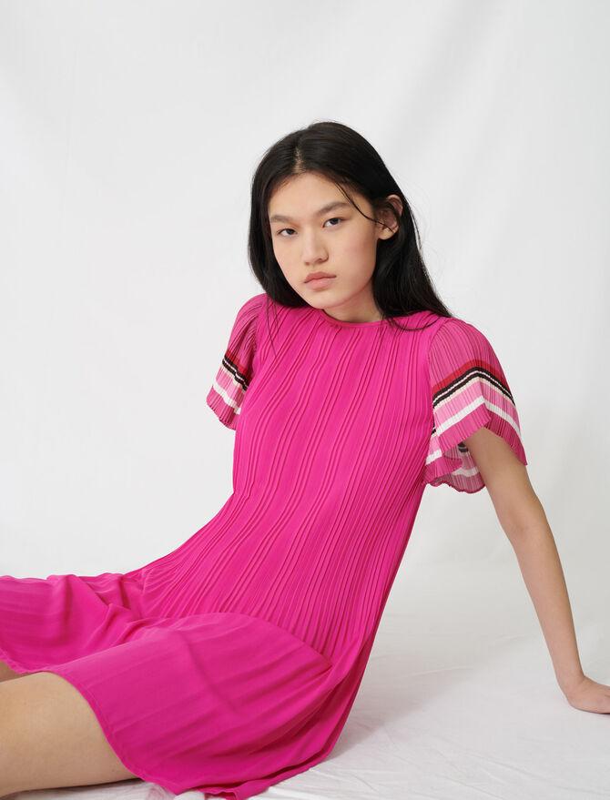 Plisseekleid mit sportlichem Streifen - Kleider - MAJE
