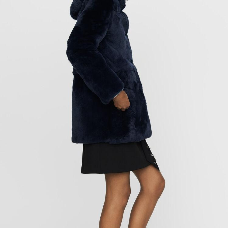 Kurzer Pelzmantel mit Kapuze : Mäntel farbe Nachtblau