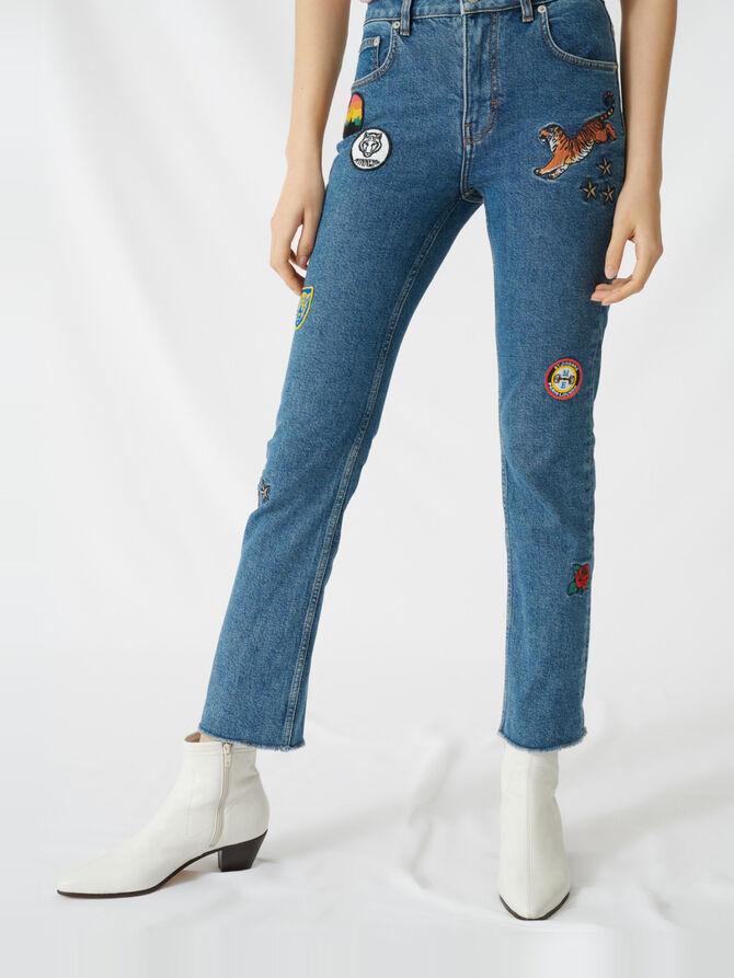 Gerade Jeans mit aufgestickten Patches - Die ganze Kollektion - MAJE