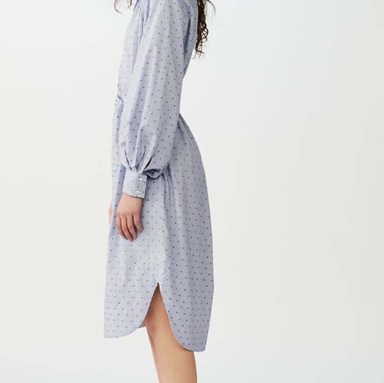 Hemdkleid mit bestickten Streifen : Kleider farbe Blau