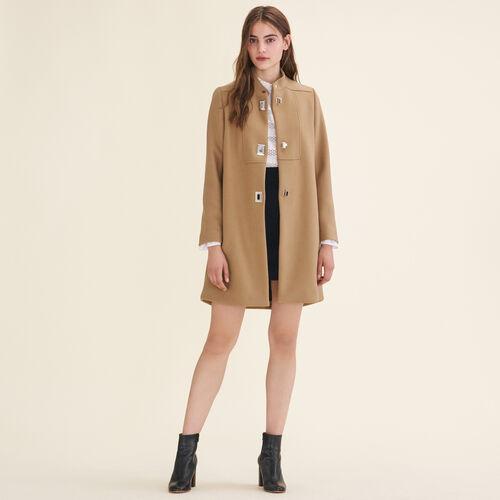 Mantel mit gemustertem Verschluss : Manteaux farbe Camel
