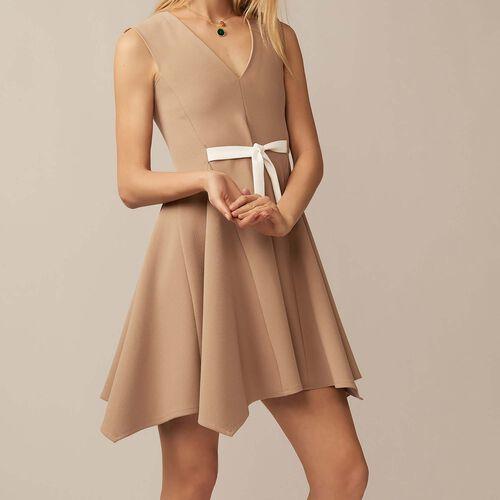 Trägerkleid mit V-Ausschnitt : Kleider farbe Camel