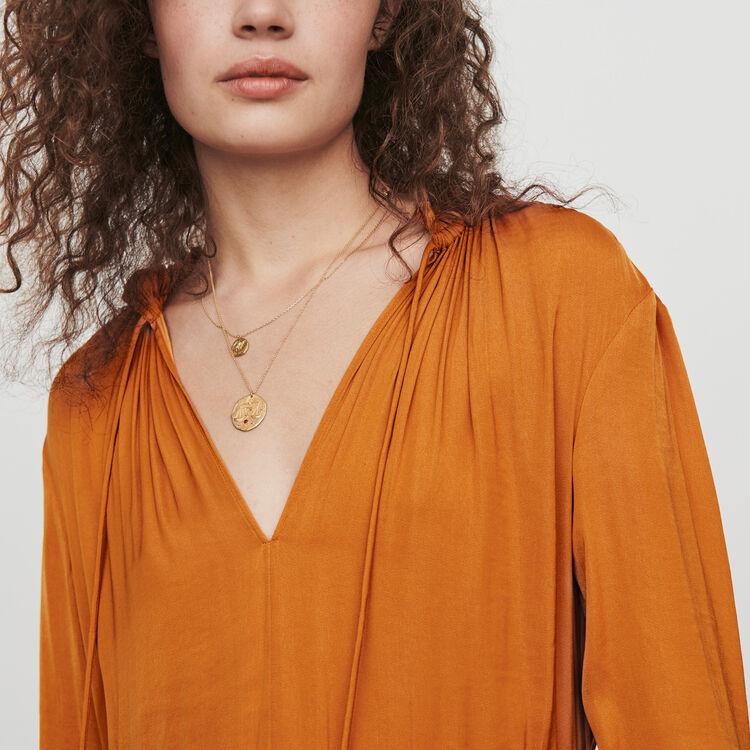 Tailliertes Kleid aus Satin : Kleider farbe Karamell