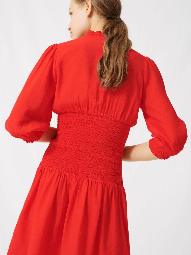 Mittellanges gesmoktes Kleid in Rot
