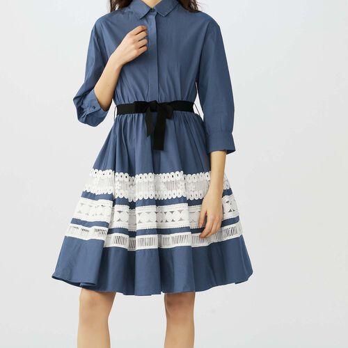 Zweifarbiges Hemdkleid mit Stickereien : Kleider farbe Marineblau