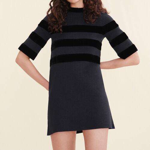 Kurzes Kleid aus maschenfestem Strick - Kleider - MAJE