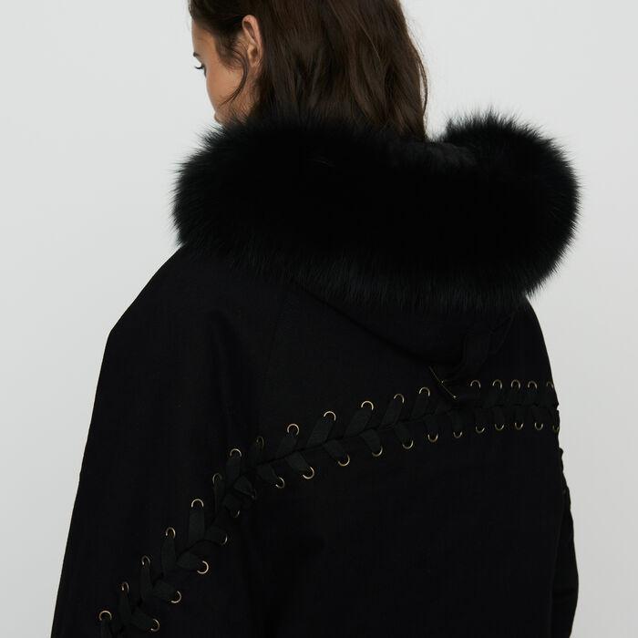 Kapuzenparka mit Schnürung : Mäntel farbe Schwarz