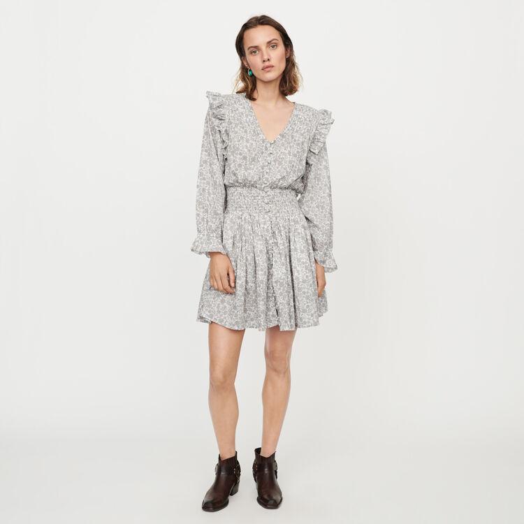 Kurzes Kleid mit Volants und Smocks : Kleider farbe Grau